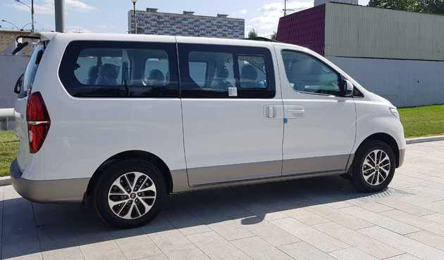 Купить микроавтобус Хендай Старекс 4wd в Москве