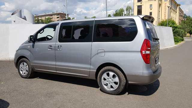 Купить микроавтобус Хюндай Старекс 4wd в Москве 2015 г.