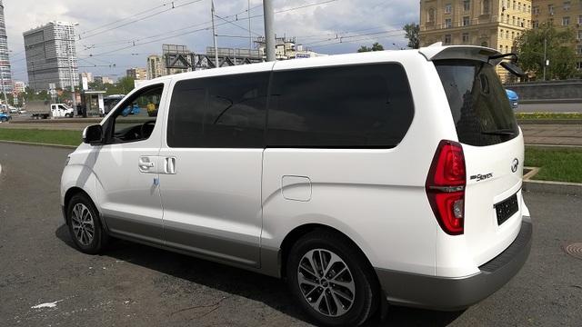 Купить микроавтобус Хюндай Старекс 2wd в Москве