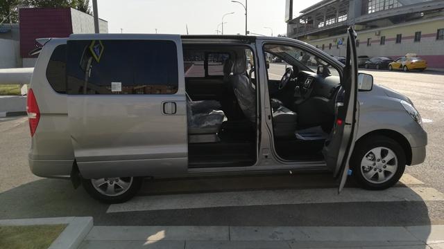Купить микроавтобус Хюндай Старекс 4wd в Москве 2017 г.